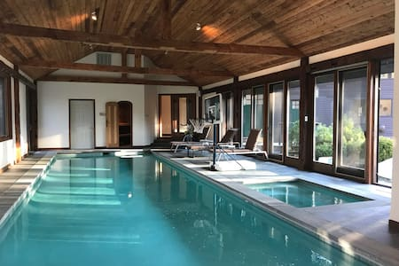 Treetops: Indoor pool & only 10 min to Catamount!!