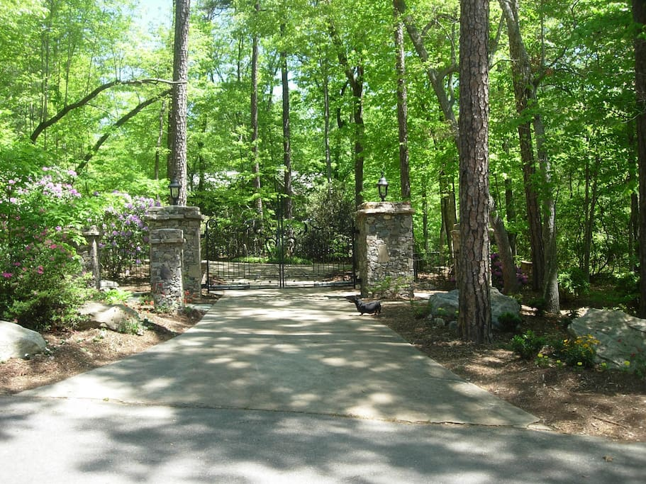 Private homesite gated entry