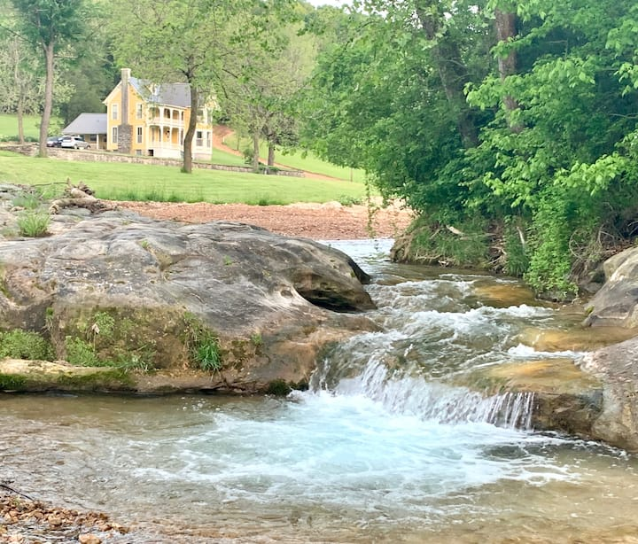 Majestic Suite, Secluded Overlooking Clifty Creek