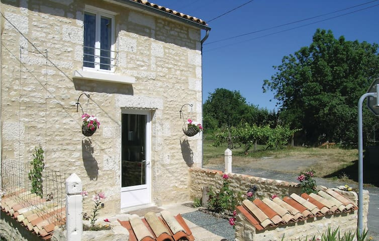 Semi-Detached with 1 bedroom on 60m² in St. Sigismond
