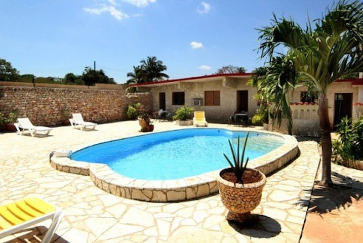 Casa Metza with a private pool, 800m to the beach! - La Habana - Villa