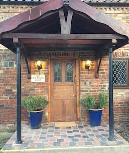 Large 1 bed cottage, private grounds, parking