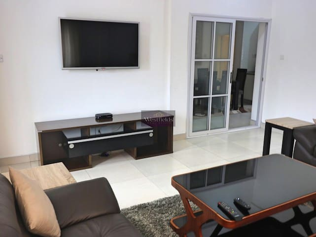 Beautiful 2 Bedroom Apartment to Let in Airport