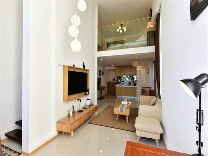 大理港,loft 公寓-适合情侣,蜜月出游,步行5分钟到洱海边,交通便利,沃尔玛等-阳光复式大套房