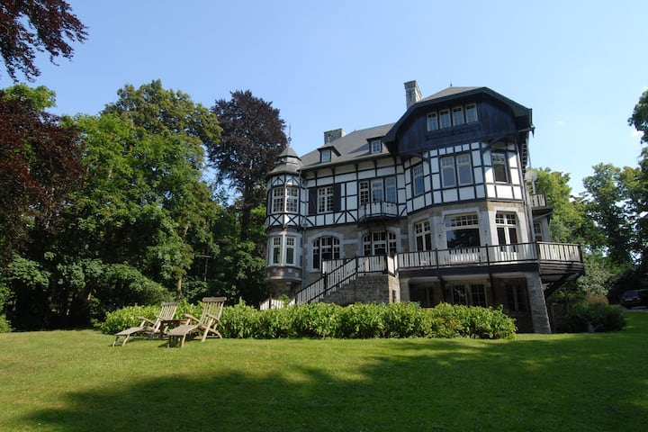 Beautiful castle house in Spa, authenticly decorated and with spacious garden