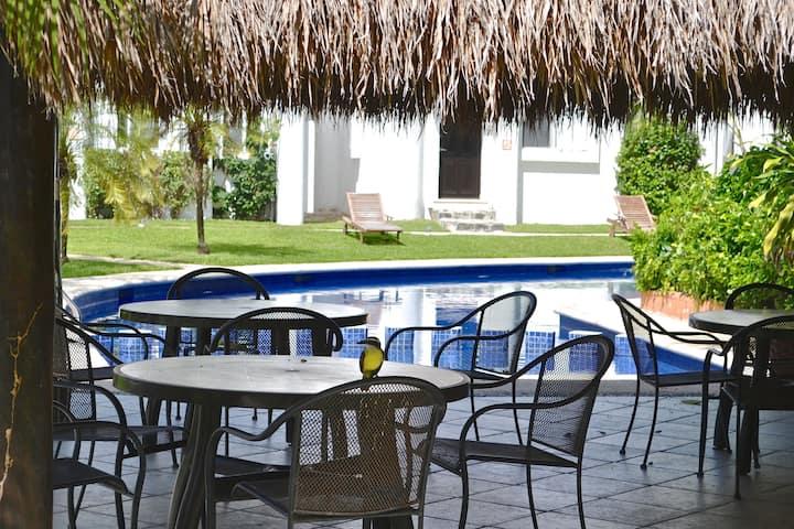 Beautiful 3 bd,3 ba villa,near beach, 5th Avenue!