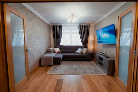 Amazing 3 Bedroom house with a garden and parking