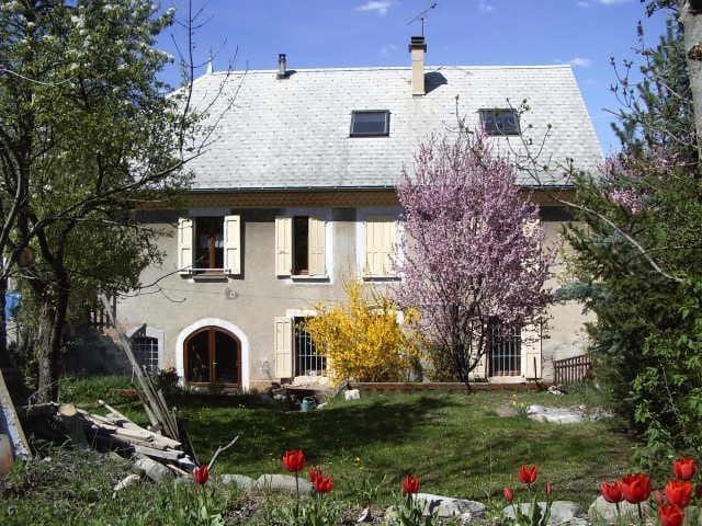 Gîte Le Clair de lune - espace charme convivialité - Saint-Laurent-du-Cros - House