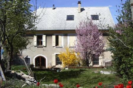 Gîte Le Clair de lune - espace charme convivialité - Saint-Laurent-du-Cros - Casa