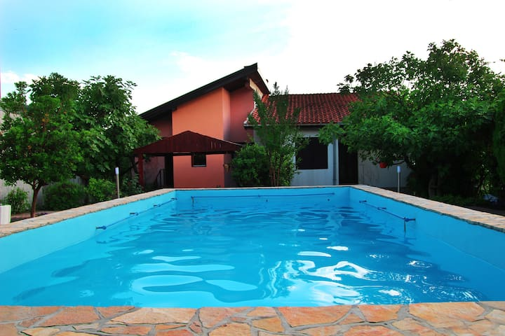 "Villa ""Sana"" Sunny Apartments -App. Riverside - Mostar - Huoneisto"