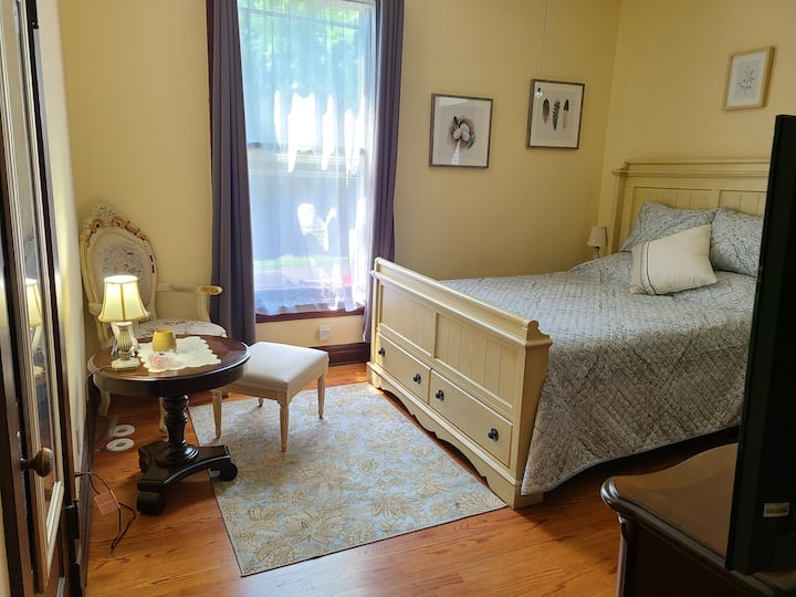 Willow Suite @ Cherry Tree Inn B&B