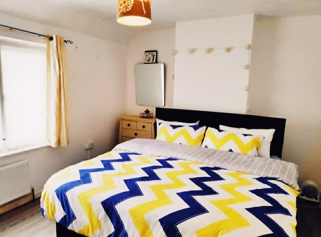 Large double room Super-King size bed available.