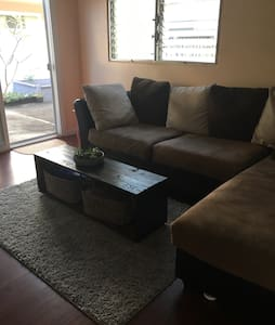 Private room w/ parking - Aiea - Dom