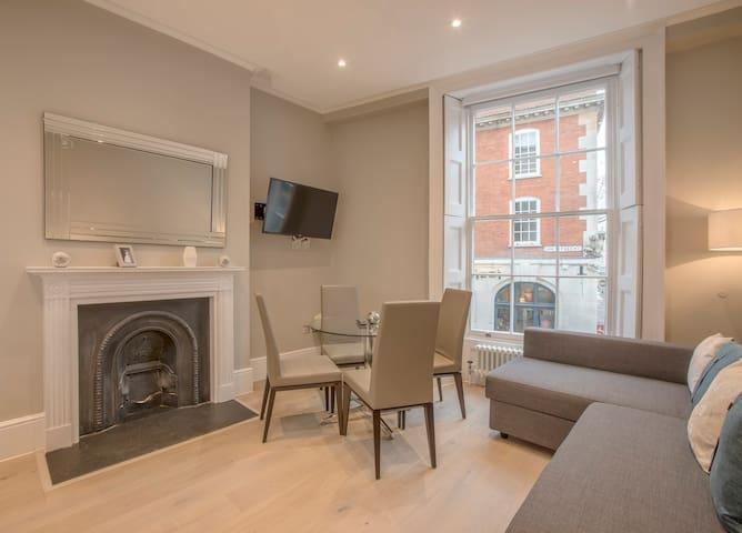 One Bedroom Apartment in Covent Garden