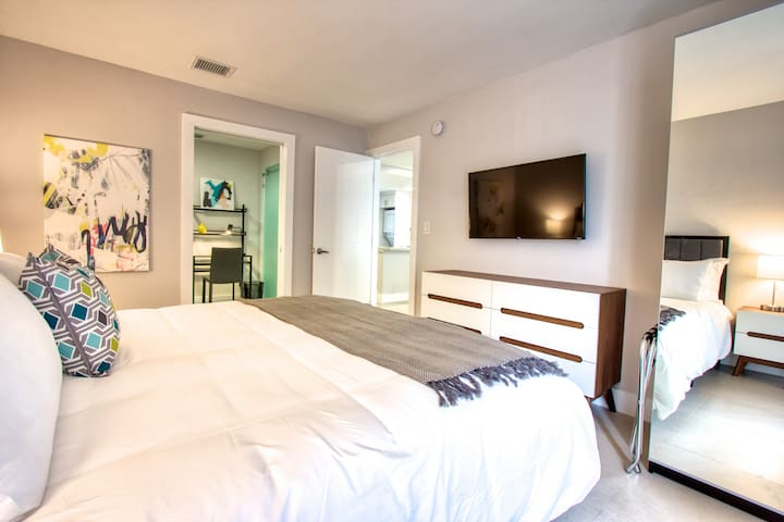 Designer One Bedroom Apartment  Sleeps (6) - A