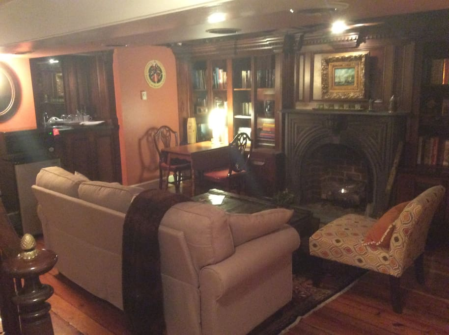 Sting room with fire place and build in bar
