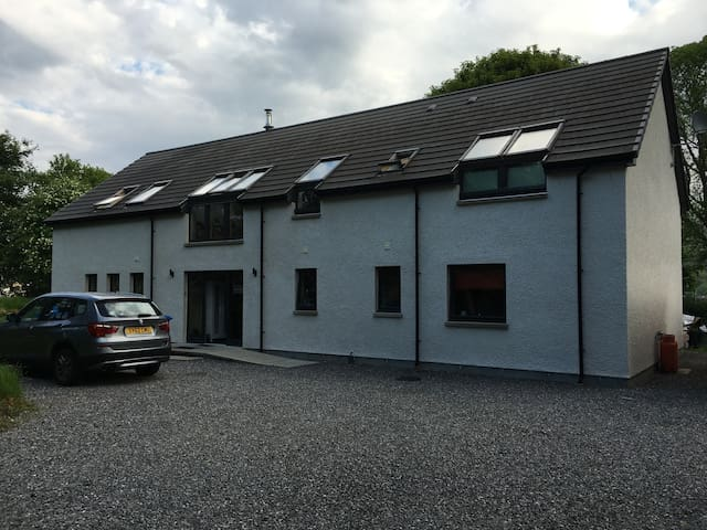Ground floor room with ensuite, Drumnadrochit - Highland - Hus