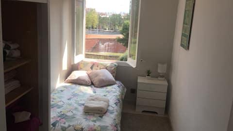 Habitación tranquila con vistas/Quite room, views!