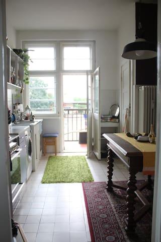 Kleine Wohnung mit super Verkehrsanbindung - Berlin - Apartment
