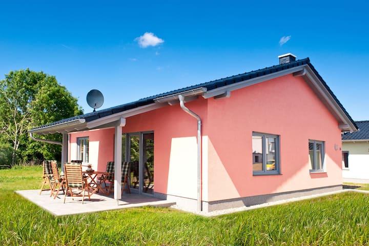 Gemütliches Ferienhaus nahe Ostseestrand in Zierow