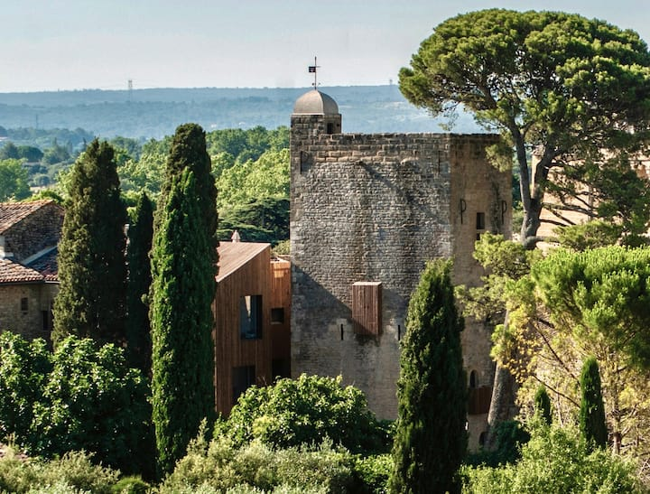 Stay in a tower from the 12th century in Uzès