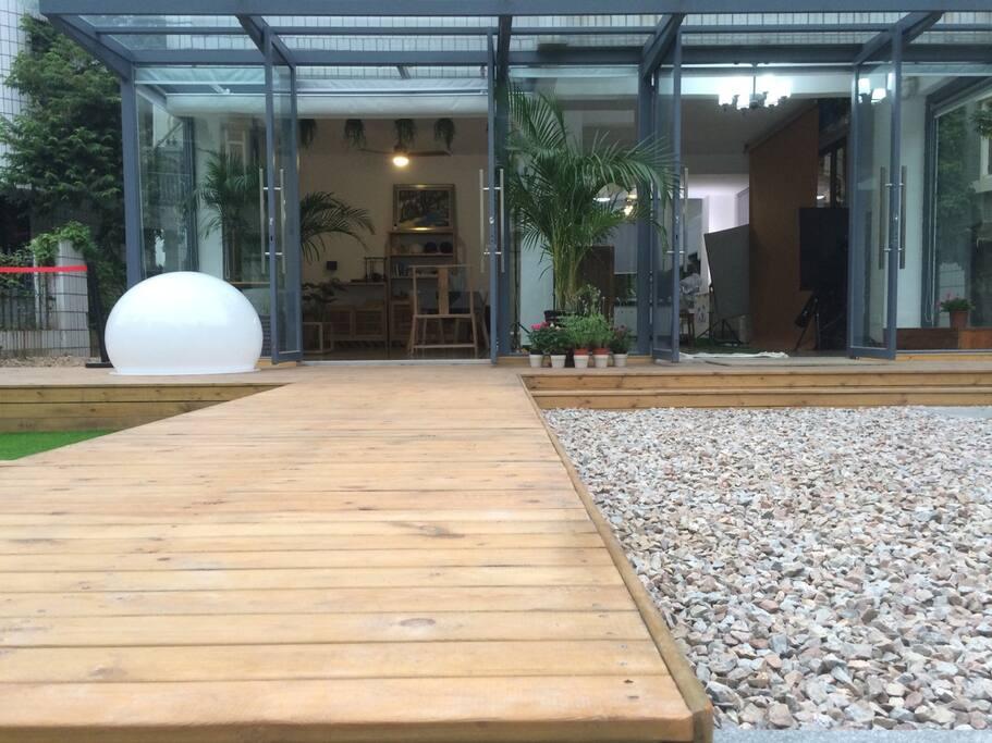 实木、石头、钢、玻璃、绿植