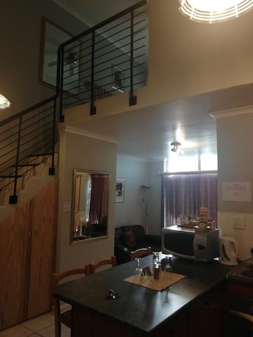 Spacious 1-bedroom self-catering apartment (2pax)