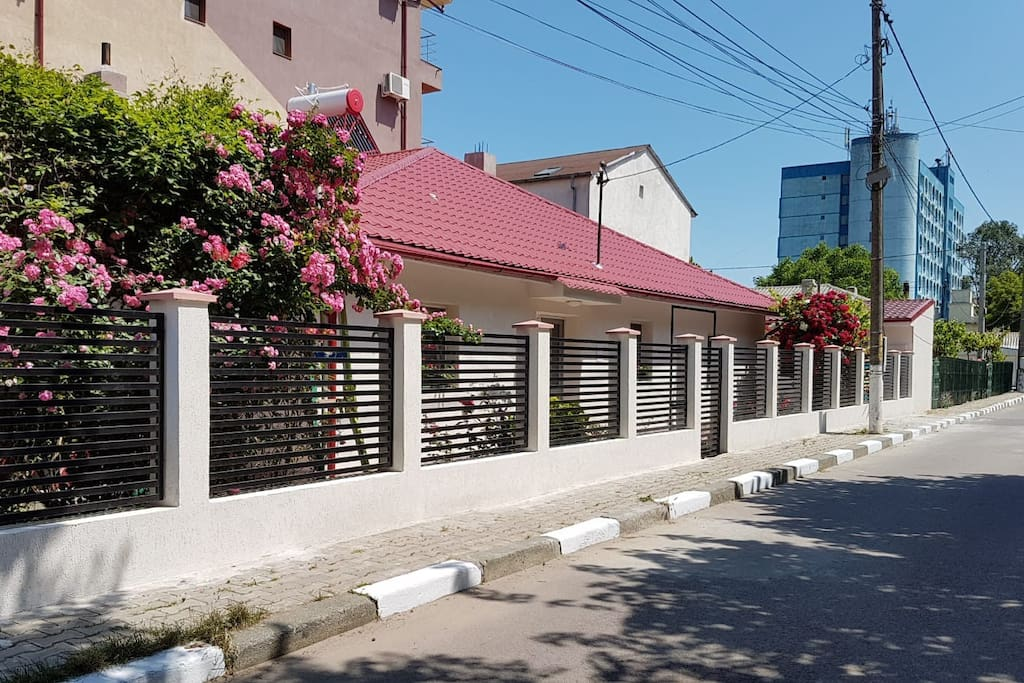 Newly renovated low rise house, close to the city centre and beach
