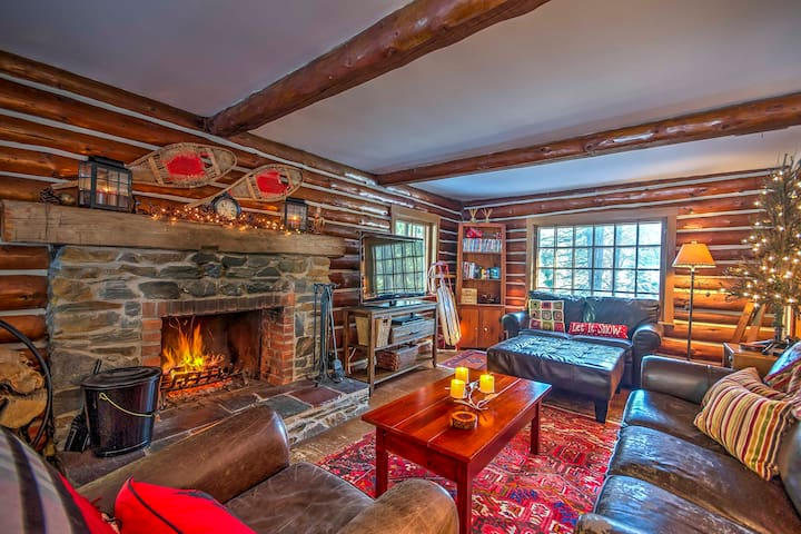 3BR Londonderry Log Cabin on 3.5 Acres Near Skiing
