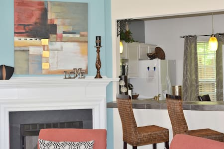 Lovely Townhome near RDU, downtown Raleigh &Durham