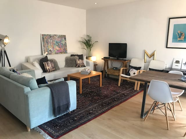 Double Bedroom in Cosy London Flat