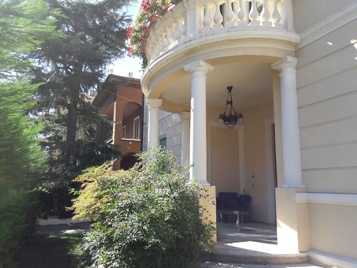 In a charming Villa Liberty 15min walk city centre