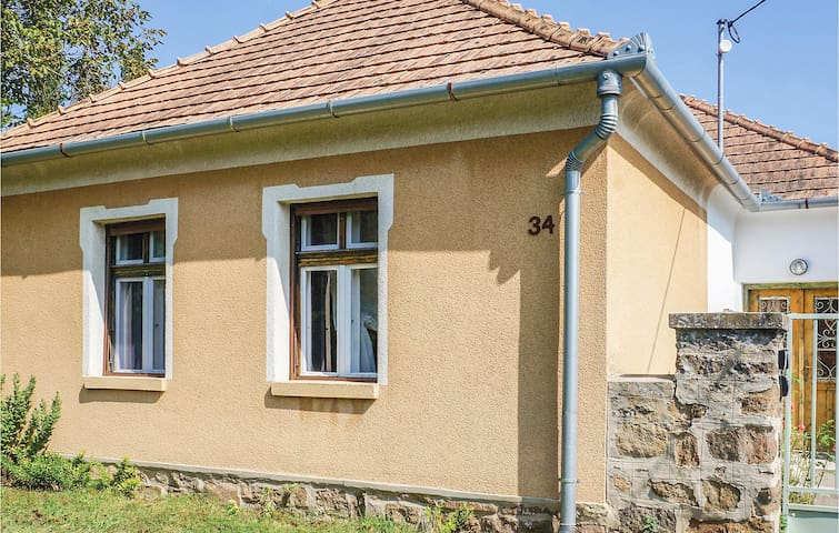 Holiday apartment with 2 bedrooms on 80m² in Mindszentkálla