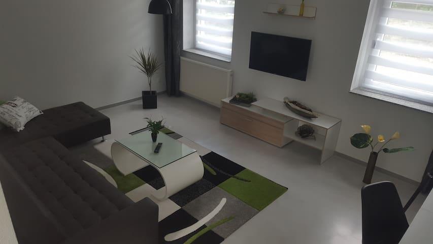 Apartment in Stadtvilla, Terrasse u. Stellplatz - Gotha - Apartamento