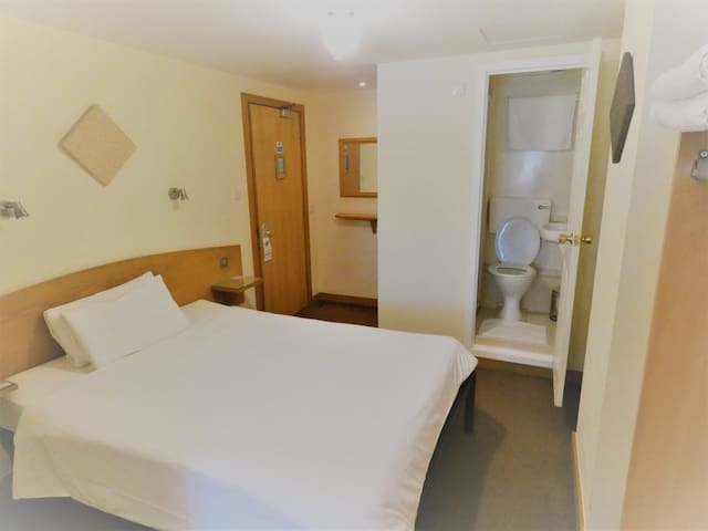 Private Double Room with Ensuite bathroom