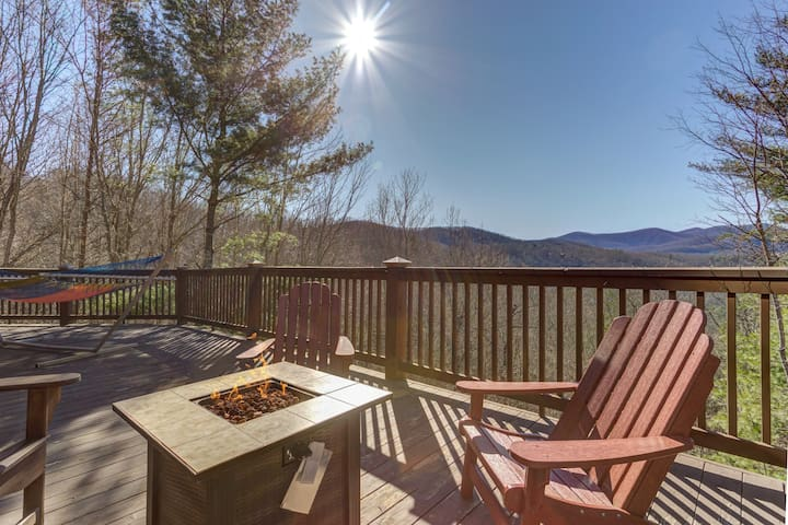 Mountain view cabin w/ private hot tub, game room, & firepit - dogs OK!