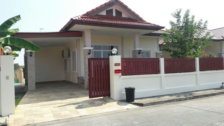 Thantanan House - Tambon Nong Chom - Hus