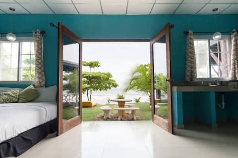 Beachfront Ocean Suite with Swiming Pool