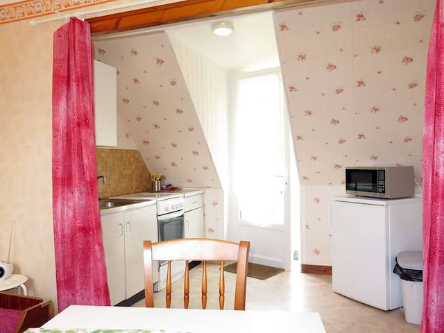 Semi-detached house for 4 persons in Plozevet