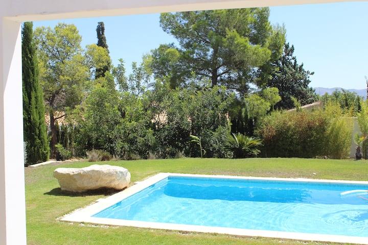 Villa mediterránea independiente a 10 min Benidorm