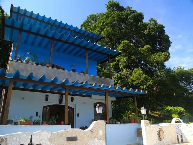 Blue Hill Guest House – Best place at LARANJEIRAS!