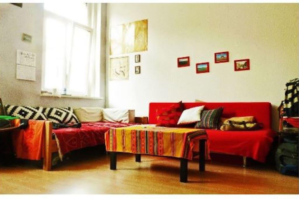 Eckcouch (nicht ganz wie auf dem Foto) im Wohnzimmer
