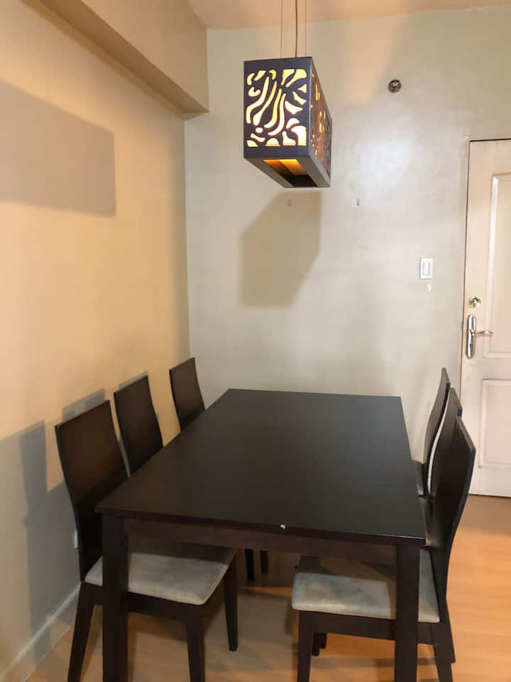 Comfortable and Complete - 1 bedroom at BGC
