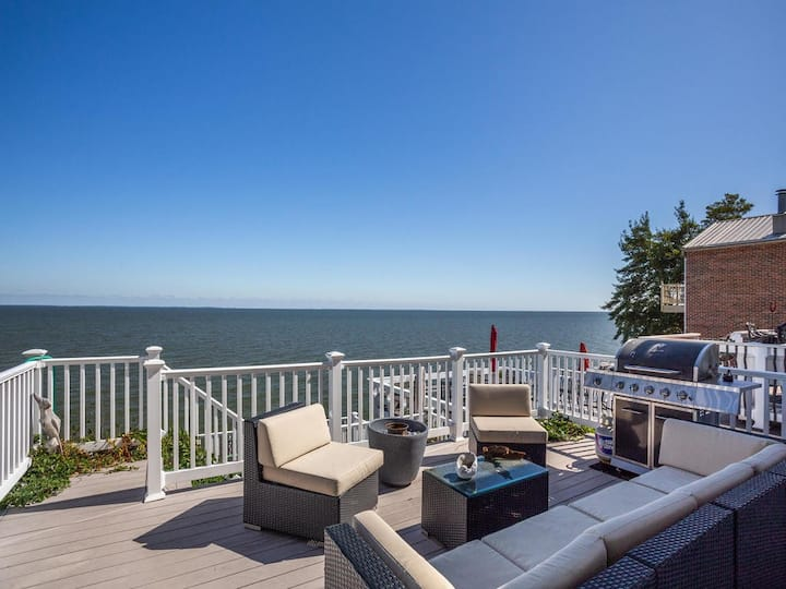 Chesapeake Beach Bay Front @ Boardwalk w 3 decks!