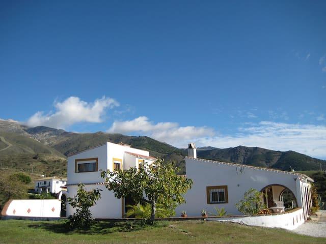 Casa Siete Arcos, villa met zwembad - Sedella