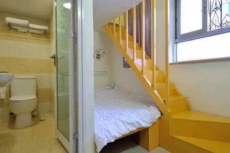 ROOM2  2号房间 -港岛区温馨干净的小复式设计家庭套房 - Hong Kong
