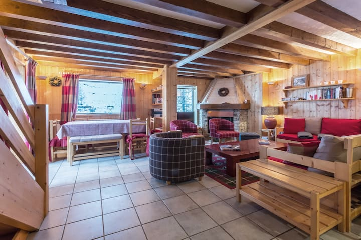 Pleasant chalet with a large South facing terrace and a beautiful view of the Manchet