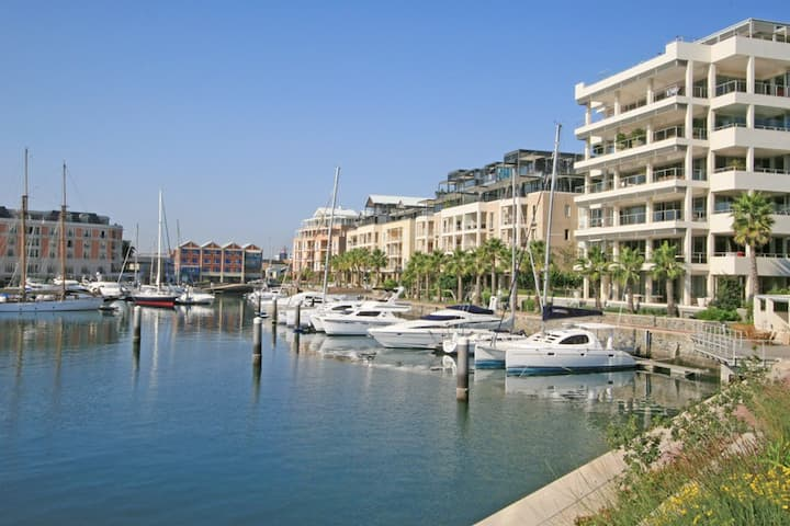 Luxury secure V&A Marina apartment; best location!