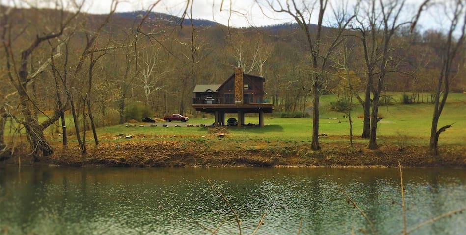 Chalet in West Virginia on the Cacapon River - Great Cacapon - Chalet