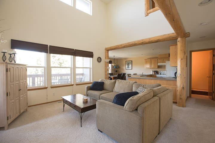 Quiet River - Beautiful Bend Townhouse - Country Feeling Right in Town!